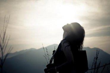 对着时光发呆,只想让自己凌乱的心平静下来