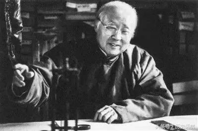 """【故事新编】他是三代单传的皇族,被迫娶了""""姐姐"""",却爱了70年"""