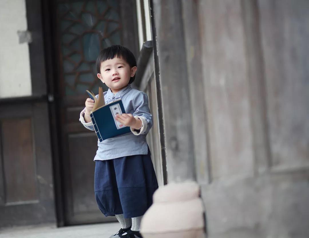 【亲情文章】请告诉孩子:不读书,换来的是一生的底层!家长也读读